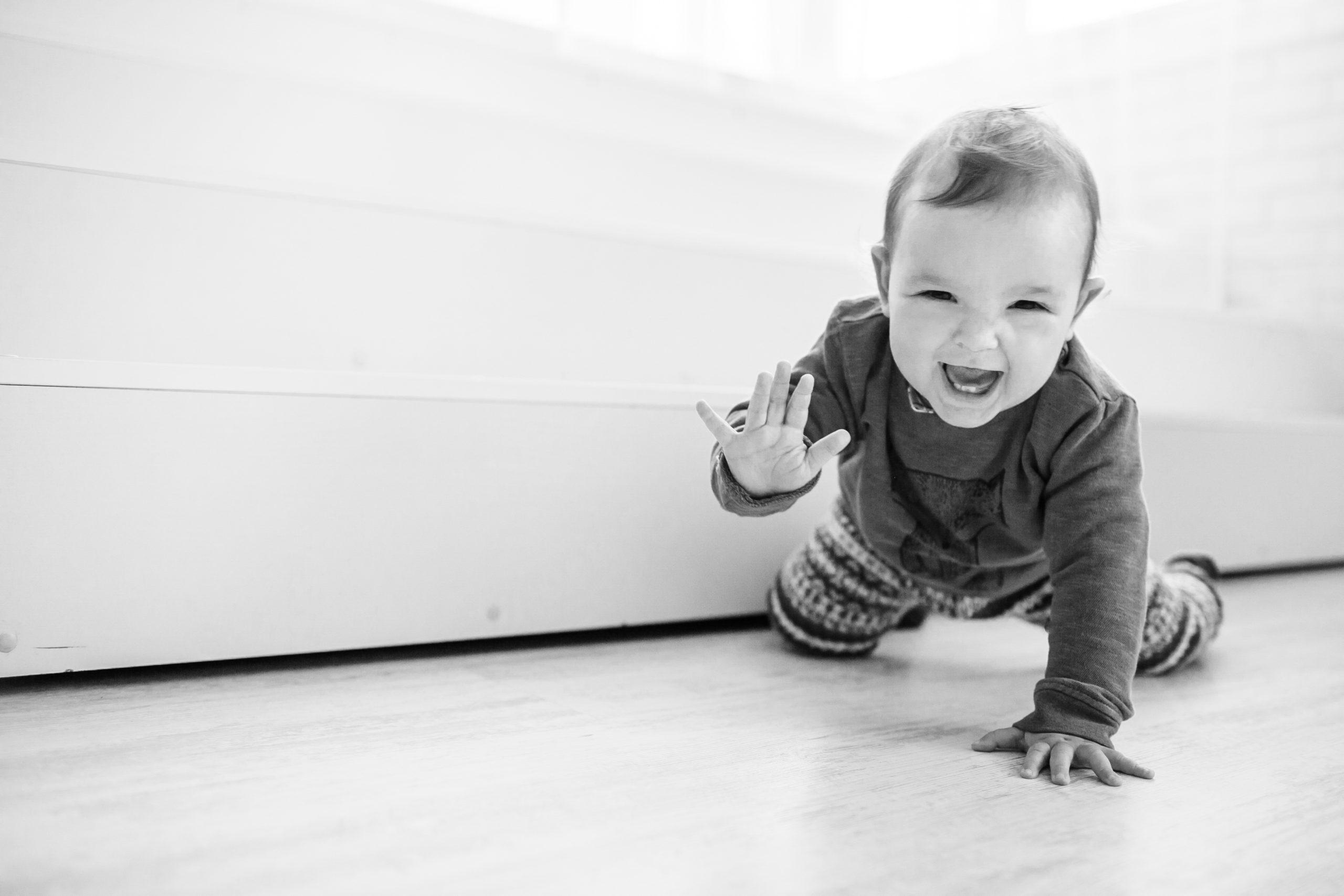 קביעותם של עצמים, הושטת יד ותנועה אצל תינוקות עם עיוורון